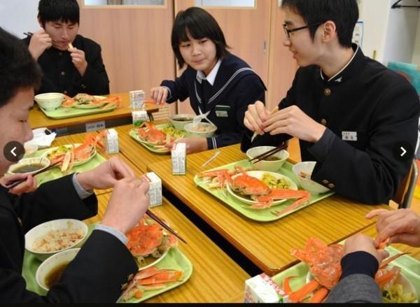 蛤!畢旅不用錢 營養午餐也免費 - 國際 - 自由時報電子報