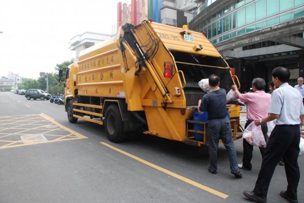 臺南市環保局垃圾車時間查詢 - JS搜一搜