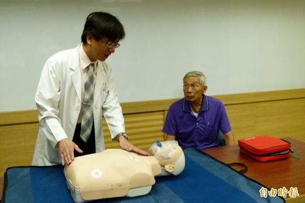 急診醫師登山 發現男子昏迷、出手伸援救人一命 - 社會 - 自由時報電子報