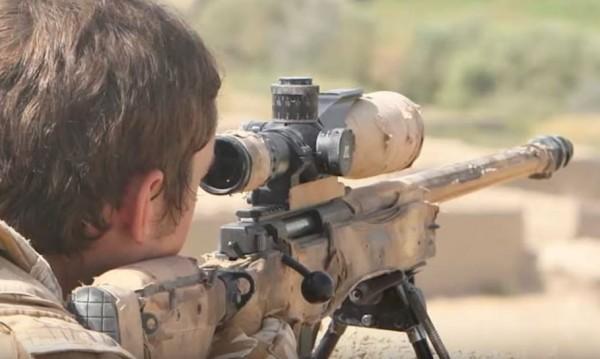 百萬分之1機率 英狙擊手1.8公里一槍斃3名IS - 國際 - 自由時報電子報