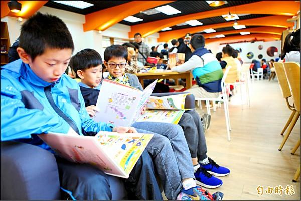 北市圖淪為「自修室」》國高中生借書量 去年創6年來新低 - 地方 - 自由時報電子報