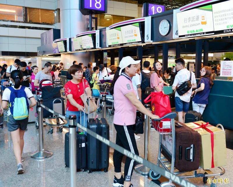 長榮空服罷工》桃園機場至少12航班取消 旅客罵聲連連 - 生活 - 自由時報電子報