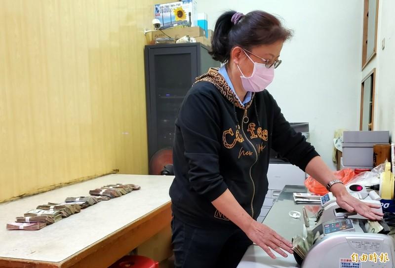 外國人也瘋紫南宮 春節近70種香油錢回敬土地公 - 生活 - 自由時報電子報