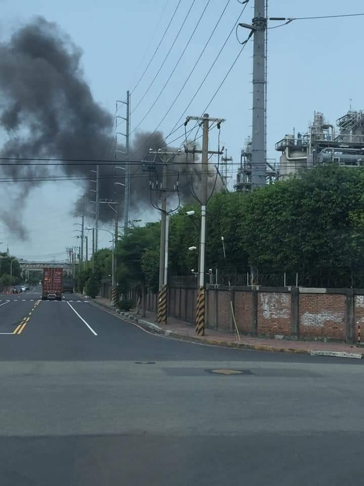 高市2工廠製程出狀況 冒黑煙、氣體外洩 - 生活 - 自由時報電子報
