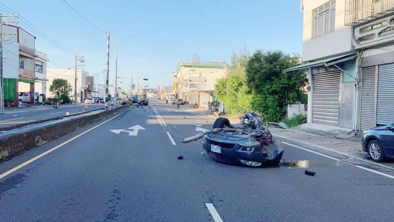 遊墾丁酒駕1死1命危畫面曝光,車頭噴出。(警方提供)