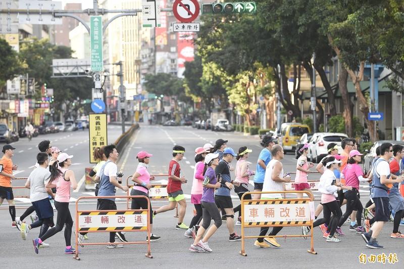 路跑》2016臺北馬拉松 帥哥正妹攏底加(圖輯) - 自由體育