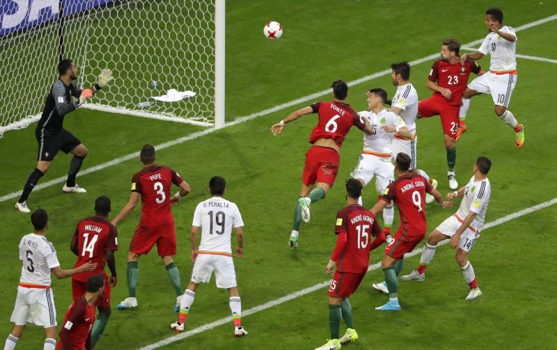 聯合會盃》終場前頭錘破門 墨西哥驚險踢平葡萄牙 (影音) - 自由體育