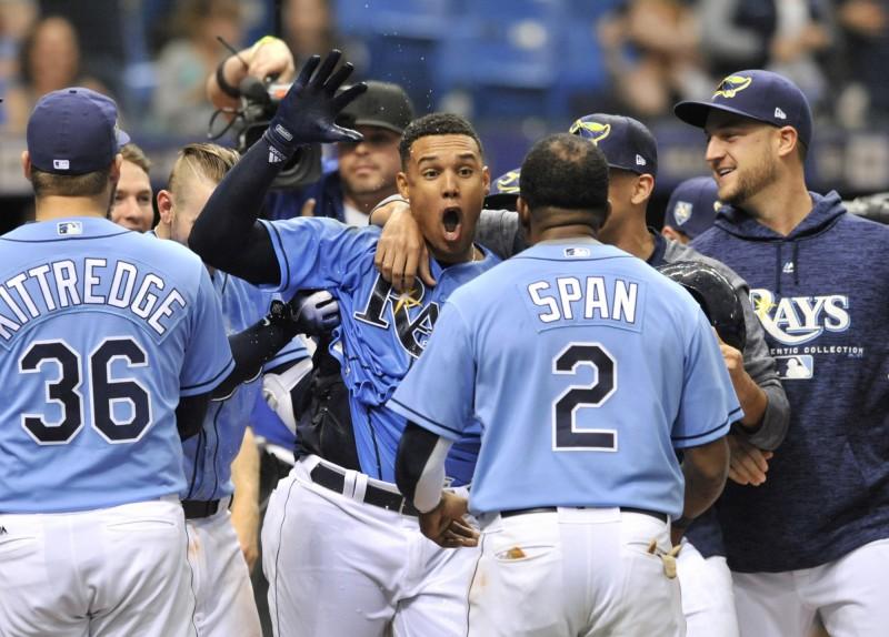 MLB》不滿表現怒折球棒 高梅茲敲再見轟超霸氣(影音) - 自由體育
