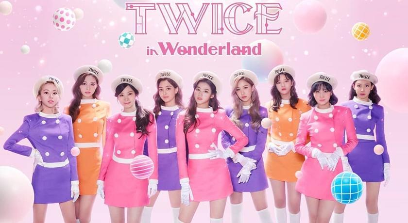 TWICE 穿「空姐裝」宣布日本線上演唱會!齊曬9雙美腿太耀眼 - 自由電子報iStyle時尚美妝頻道