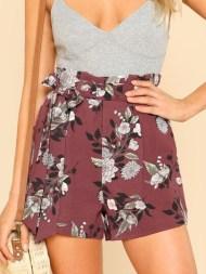 Shorts imprimé des fleurs avec ceinture