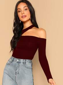 Asymmetric, close-fitted top for women with developed shoulders