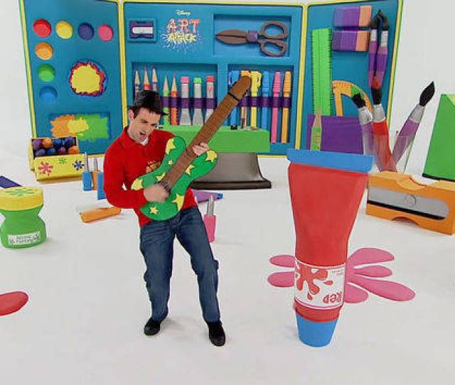 The Series Art Attack Most Wanted In A Special Christmas Episode Of Art Attack In  Neil Shows His Scrapbook With All The Best Art Attacks