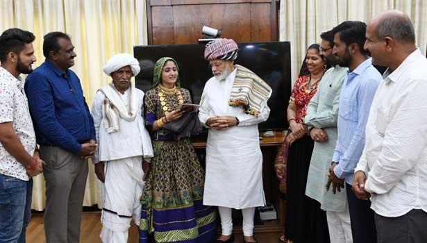 பிரதமர் மோடியுடன் கலந்துரையாடும் கீதா ரபரி