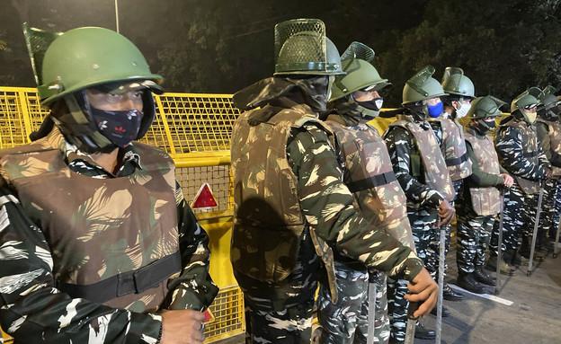 Garde de police près de l'ambassade d'Israël à New Delhi après l'explosion (Photo: AP)