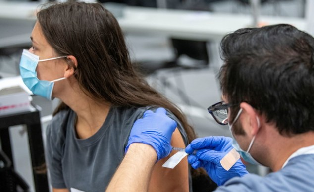Ohio University student gets vaccinated (Photo: reuters)