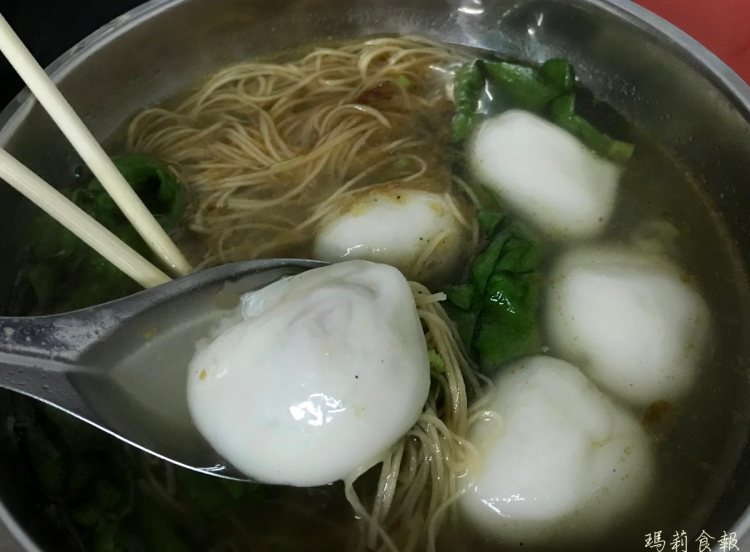 台中西區小吃|樂群湯圓之家 傳統鮮肉湯圓+雞絲麵必吃 晚上才營業的人氣美食