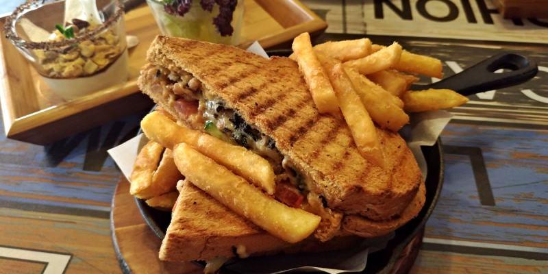 台中北區美食|三角函數 超好吃帕尼尼必點 科博館周邊早午餐推薦
