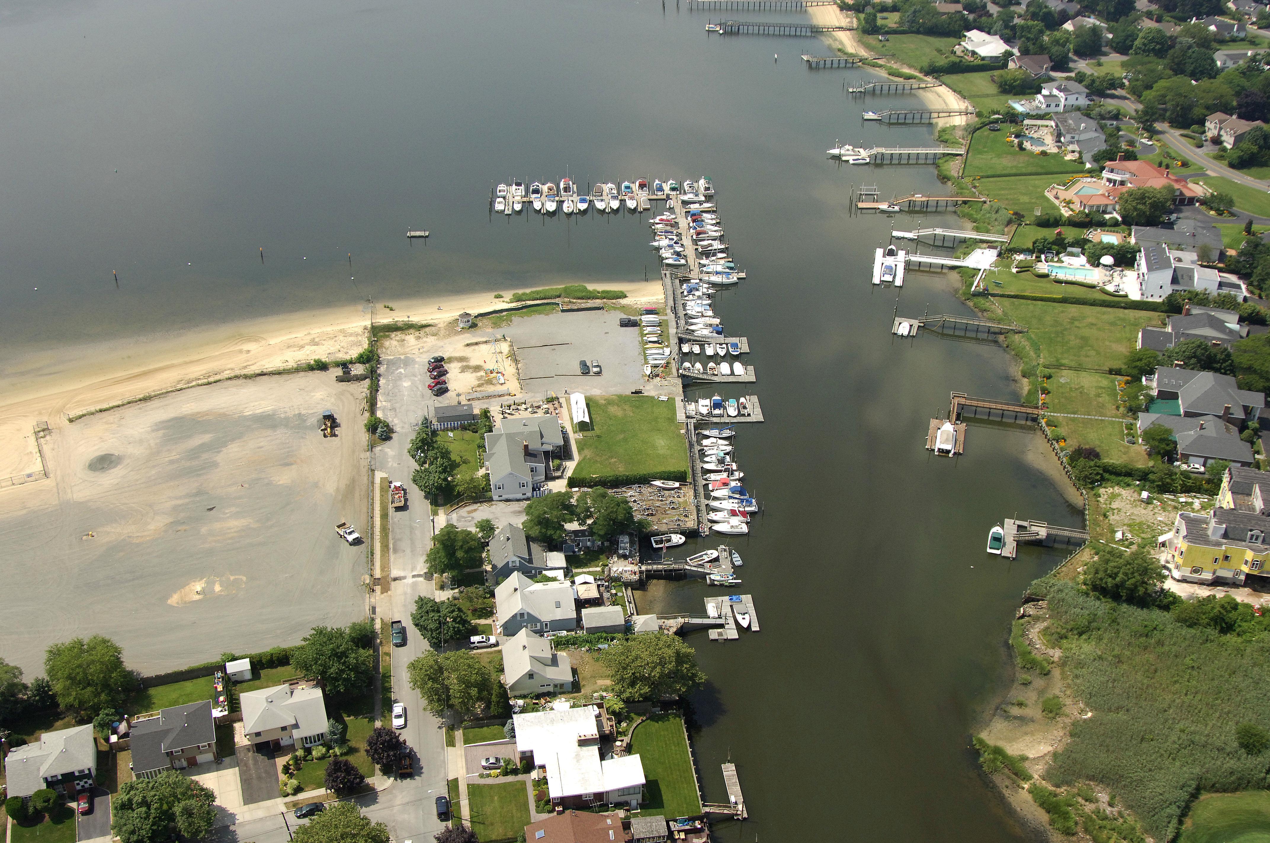 Hewlett Point Yacht Club In East Rockaway NY United