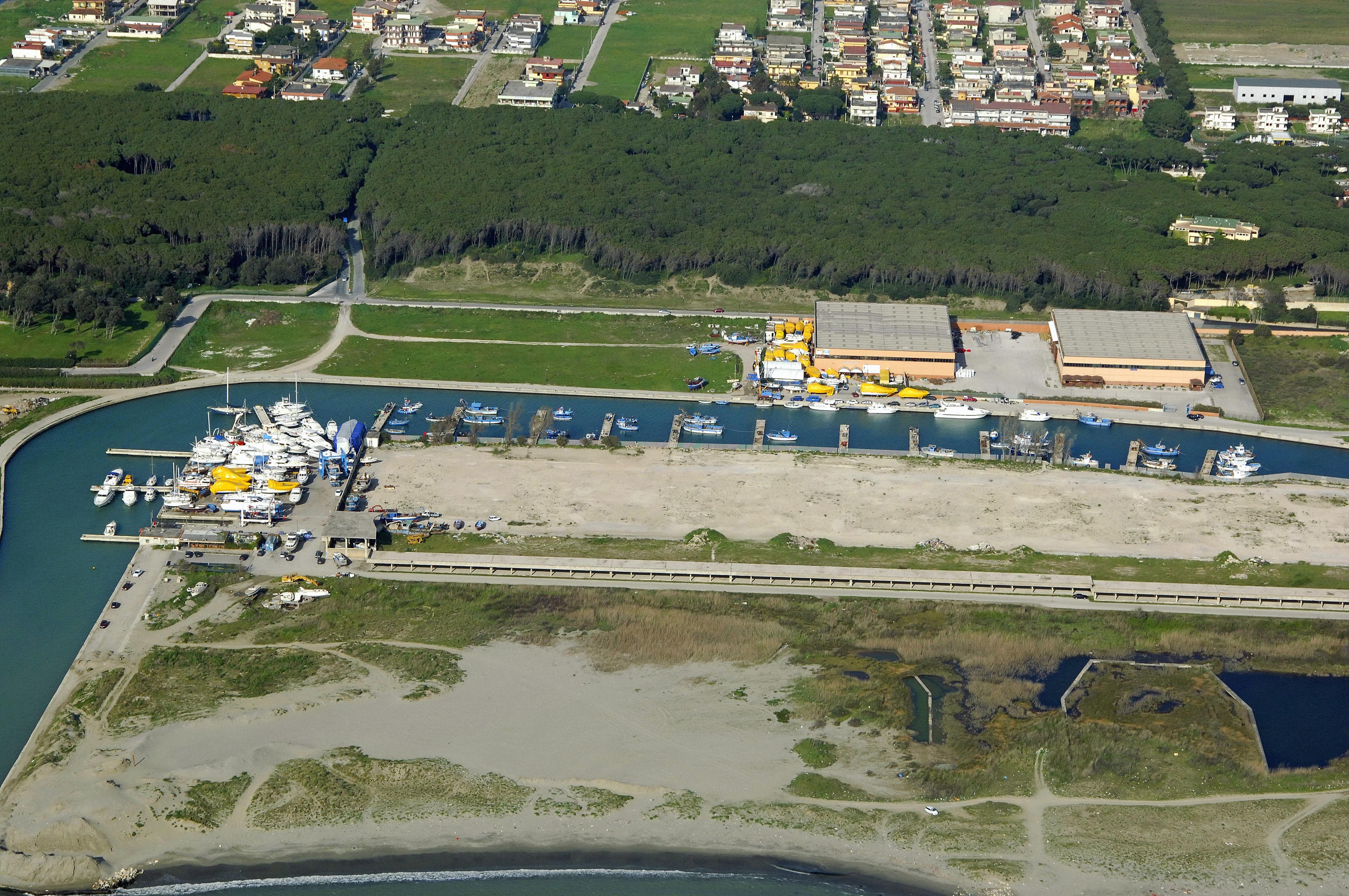 Coppola Pinetamare Yacht Club In Villaggio Coppola