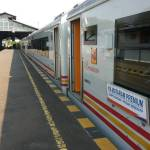 KA Mataram Premium di Stasiun Lempuyangan