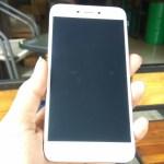 menggenggam Xiaomi Redmi 5A