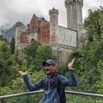 di depan kastil Neuschwanstein