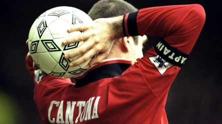 Il y a 7 ans. Eric Cantona Explains Motivation For His Most Iconic Manchester United Goal Celebration Joe Co Uk