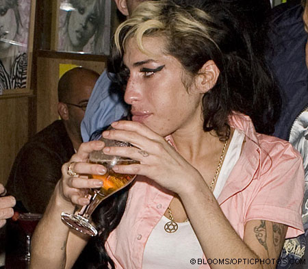 Amy WIneshouse hving a beer putting an end to her new found sobriety.