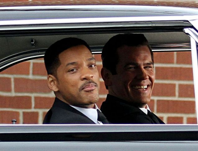 Will Smith and Josh Brolin film their scenes in a car for Men in Black 3 (Xposure)