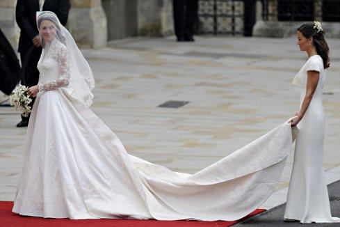 Kate Middleton en el vestido diseñado por Sarah Burton. Imagen cortesía Deiufinedely.blogspot.com