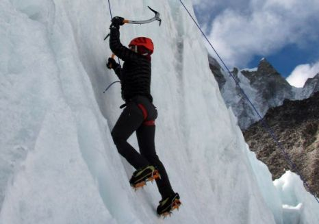 Suzanne al-Houby Palestinian Arab Emirates Mount Everest climb woman who have climbed the mountain