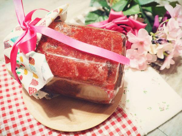 //點心。烘焙//自製零添加.無仿腐劑的草莓果醬。初學者也能成功,草莓季節一定要試試!!(文內有增加果醬黏稠度的秘密武器)