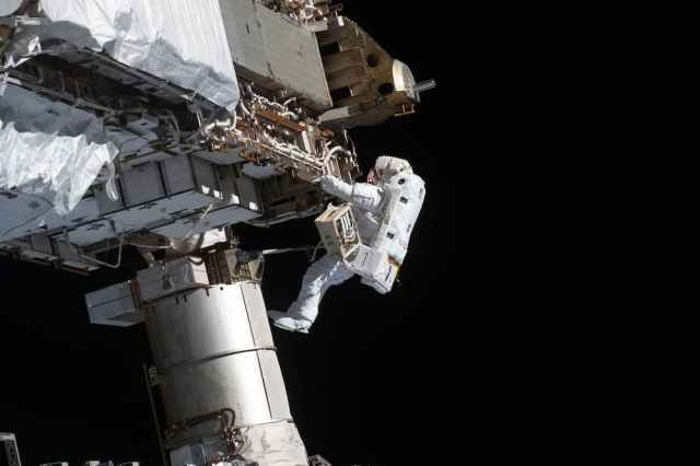 Glover durante el paseo espacial de la semana pasada – NASA