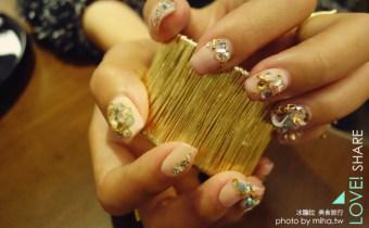 東區晶漾美甲二月分享:過完新年換款怎麼都看不膩簡單好搭有氣質的裸色滿鑽