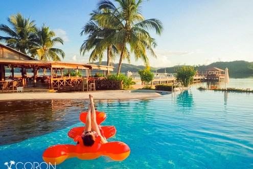 科隆島》一島一飯店艾瑞歐瑪渡假村El Rio Y Mar 碼頭旁就看的到震撼魚風暴