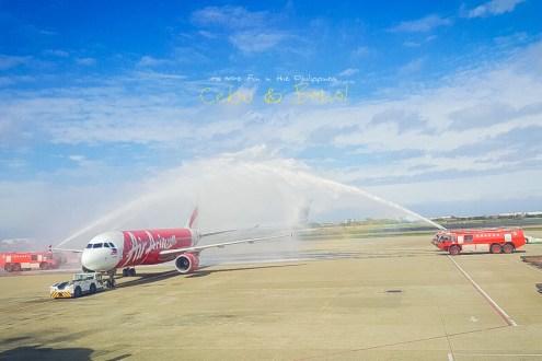 AirAsia宿霧直飛 機上商品跟餐點第一名的廉航 飛機首航灑水儀式紀念
