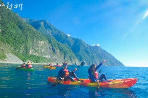 花蓮》清水斷崖海上獨木舟 夏天最特別的戶外活動 一大群人最好玩