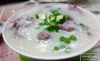 香港》地鐵中環站羅富記粥麵專家:超級好吃像濃湯一樣的牛肉粥