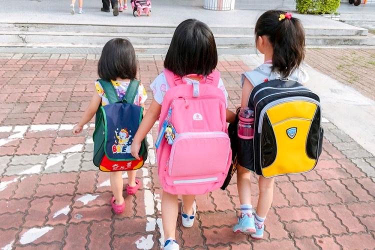 上學用品│CiPU喜鋪 極輕量舒釋護脊書包。 小米粒第一個Kids兒童書包