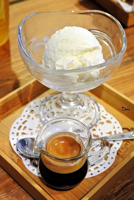 捷運西門站美食 | Oven Coffee 烤香 西門町咖啡 轉動夢想刻度 烘焙美味關係