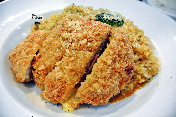 捷運公館站美食 | Couple Pasta 被滿滿的泰迪熊包圍著 陪你一起用餐