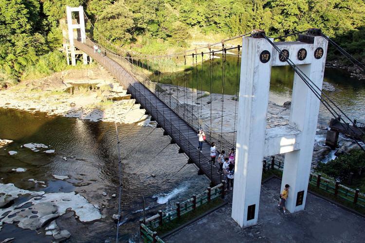 新北平溪景點   十分旅遊服務中心 四廣潭橋 十分瀑布 眼鏡洞瀑布 親子同遊 親近大自然 - 瓦妮又在吃