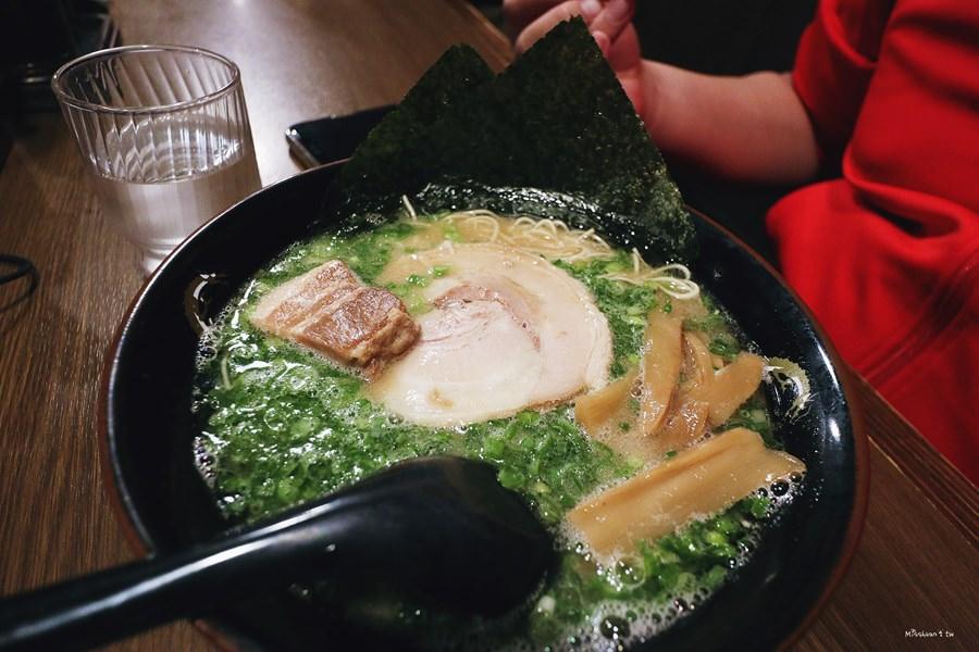 沖繩那霸美食 康龍拉麵 康竜 那霸國際通り店 凌晨5點半宵夜場 客製化拉麵 服務100分 免排隊的好吃拉麵