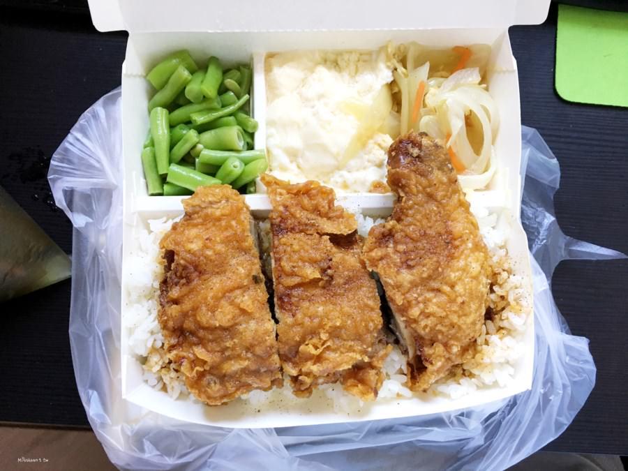 台中西區美食 阿香封肉封雞店 自助餐 便當 向上市場 向上北路 免費熱湯