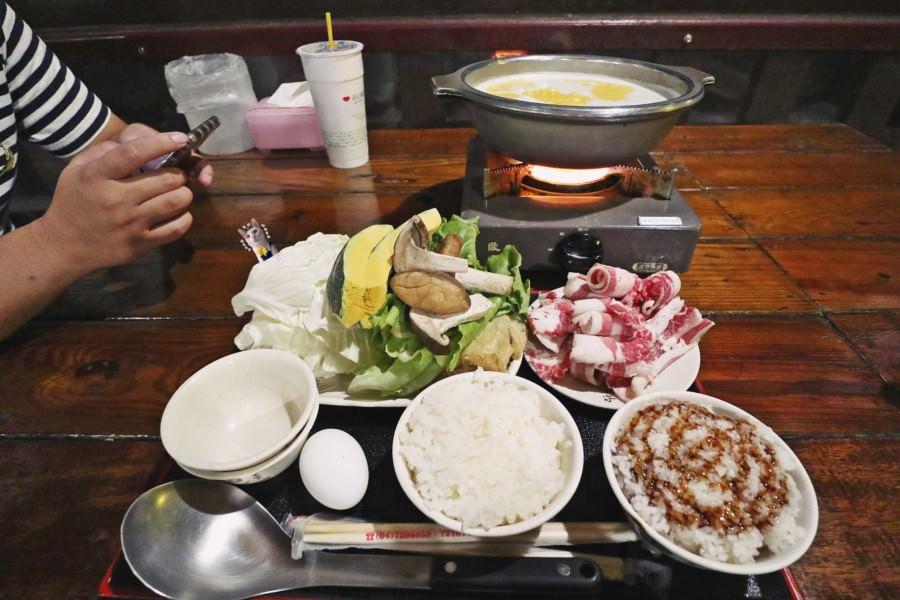 彰化市美食 品香牛奶火鍋城 景觀餐廳看夜景 泡腳 桶仔雞 約會 聚餐聚會 生日慶生 免費停車場