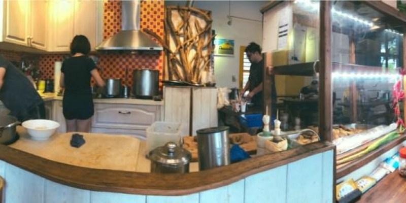 台中潭子美食 怒騾子麵店 眷村滷味 麵食 猶如來到咖啡廳吃碗牛肉麵 免費停車