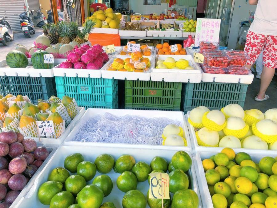 台中潭子美食 青果源鮮果行 批發 零售 禮盒 好貼心現切水果盒 每盒只要40元 可愛店貓