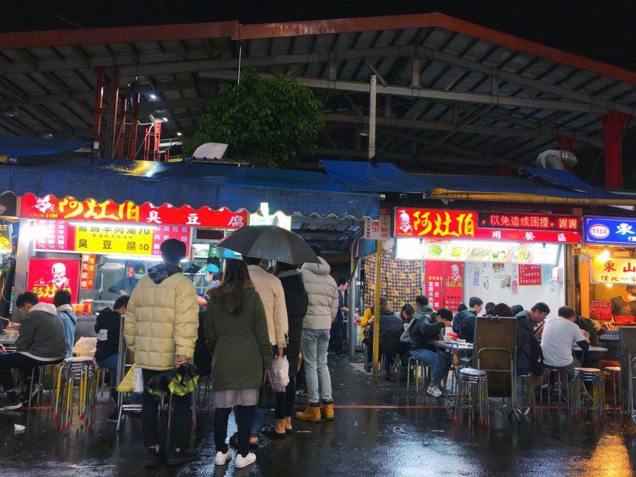 宜蘭羅東美食【阿灶伯/當歸羊肉湯/臭豆腐】羅東夜市排隊小吃!在地老字號老店!不管下雨天/平日天都一堆人啊!