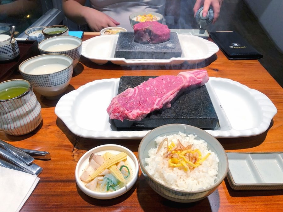 台中豐原美食【凱恩斯岩燒洋食堂】400度火熱岩石DIY岩燒牛排.牛排套餐吃超飽.西式料理+日式口味