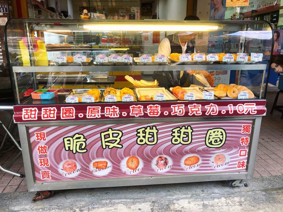 台中南區美食【脆皮甜甜圈】佳美西點麵包店前擺攤!銅板價就可以吃到!現做現賣!獨特口味!